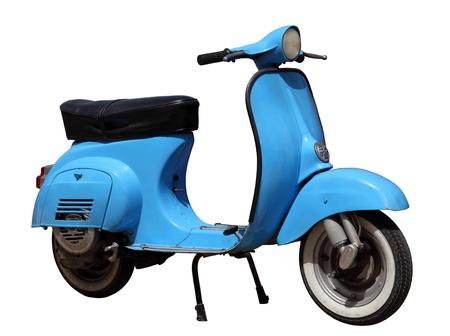 vespa piaggio: Blu scooter d'epoca isolato su sfondo bianco Editoriali