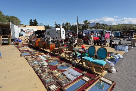tr�delmarkt: Flohmarkt in San Luis de Sabinillas, Andalusien Spanien