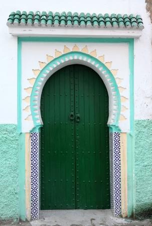 puerta verde: Puerta verde en la medina de T�nger, Marruecos