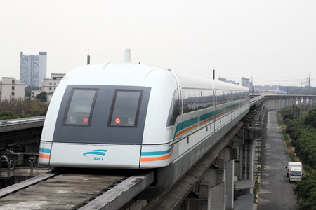 Maglev trein op de luchthaven station in Shanghai, China Redactioneel