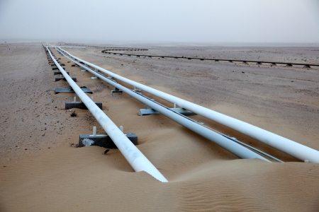 pipelines: Oil pipeline in the desert of Qatar, Middle East