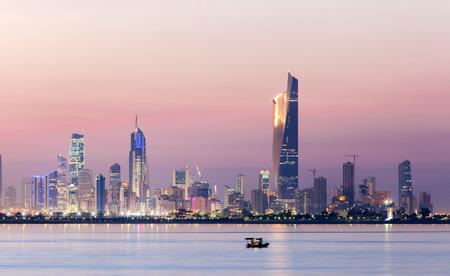 밤 쿠웨이트 시티의 스카이 라인