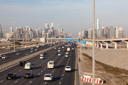 autos: Sheikh Zayed Road and skyline of Dubai, United Arab Emirates