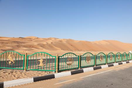 united arab emirate: Moreeb dune in Liwa Oasis area, Emirate of Abu Dhabi, United Arab Emirates