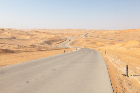 untied: Road through the desert in Liwa Oasis area, Emirate of Abu Dhabi, Untied Arab Emirates