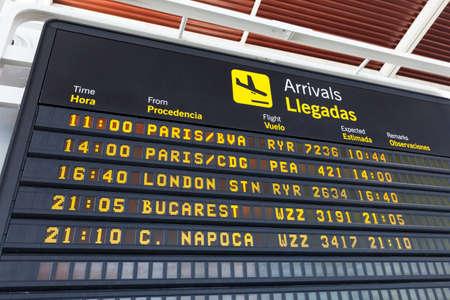zaragoza: Arrivals table at the airport of Zaragoza, Spain