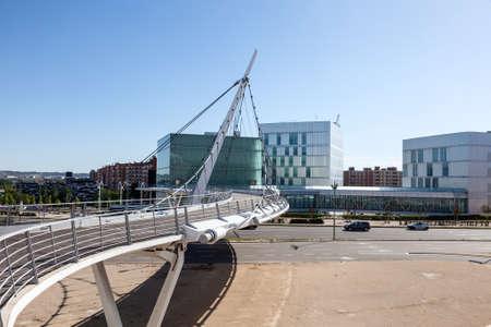 zaragoza: Suspension pedestrian bridge in the city of Zaragoza, Spain