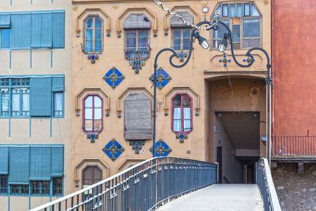 pedestrian bridge: Pedestrian bridge in the old town of Girona, Catalonia, Spain Editorial