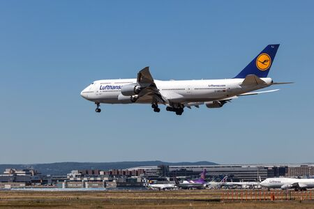 747 400: FRANKFURT MAIN - JULY 10: Boeing 747-400 airplane of the german airline Lufthansa landing at the Frankfurt Airport. July 10, 2015 in Frankfurt Main, Germany Editoriali