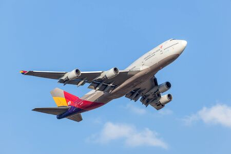 747 400: FRANKFURT, GERMANY - JULY 21: Asiana Airlines Boeing 747-400 starting from the Frankfurt International Airport (FRA). July 21, 2015 in Frankfurt Main, Germany