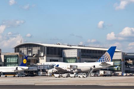 boeing 747: FRANCOFORTE - 11 settembre: United Airlines Boeing 747 al internazionale Frankfurt Main. 11 settembre 2015 a Francoforte, Germania