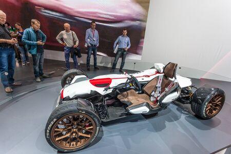 motor de carro: FRANKFURT, Alemania - SEP 22: Proyecto de Honda 2 y 4 del coche del concepto en el Salón Internacional del Automóvil IAA 2015. 22 de de septiembre de, 2015, en Frankfurt, Alemania