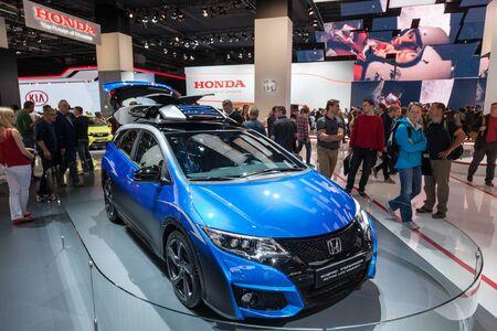 motor de carro: FRANKFURT, GERMANY - SEP 22: Honda Civic Active Tourer Life Concept Car at the IAA International Motor Show 2015. September 22, 2015 in Frankfurt Main, Germany