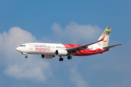 BAHREÏN - 14 novembre: Air India Express Boeing 737-800 atterrissage à l'aéroport international de Bahreïn. 14 novembre 2015 à Muharraq, Royaume de Bahreïn