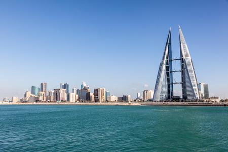 마나마, 바 흐린 -11 월 14 일 : 세계 무역 센터 마천루와 마나마시의 스카이 라인. 2015 년 11 월 14 일 마나마, 바레인 왕국