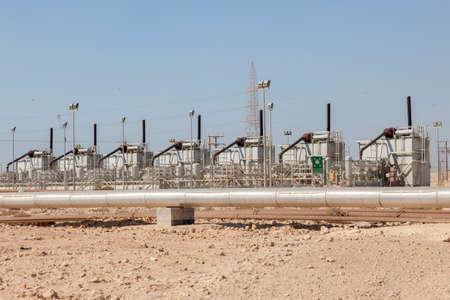 industria petroquimica: instalaciones de la industria petroqu�mica en el desierto de Bahrein, Oriente Medio