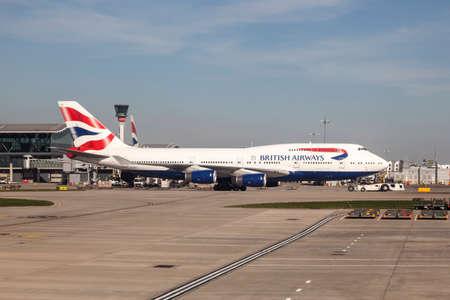boeing 747: LONDON, UK - 20 APR, 2016: British Airways Boeing 747 all'aeroporto internazionale di Londra Heathrow. Hillingdon, Inghilterra, Regno Unito. Editoriali