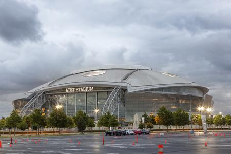 ARLINGTON, EE.UU. - ABR 18 de, 2016: Vista exterior del estadio AT & T, anteriormente conocido como el Cowboys Stadium en Arlington. Texas, Estados Unidos