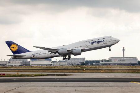 boeing 747: Francoforte, Germania - 24 luglio 2016: Lufthansa Boeing 747 aereo che decolla presso l'aeroporto internazionale di Francoforte