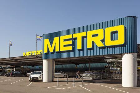 rhine westphalia: SIEGEN, GERMANY - SEP 8, 2016: METRO store in Siegen. North Rhine Westphalia, Germany. METRO is a German global diversified retail and wholesalegroup based in Dusseldorf