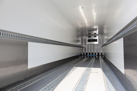 Innenraum eines leeren Kühlwagens Standard-Bild