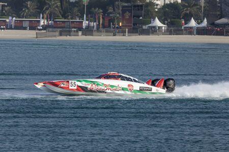 bateau de course: ABU DHABI, UAE - NOV 24, 2016: Team Abu Dhabi racing boat at the Powerboat Championship 2016 in Abu Dhabi, United Arab Emirates Éditoriale