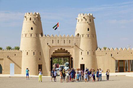 united arab emirate: AL AIN, UAE - NOV 29, 2016: Tourist grop at the historic Al Jahlili fort in Al Ain. Emirate of Abu Dhabi, United Arab Emirates