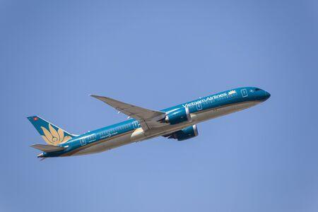 boeing 747: Francoforte, Germania - 30 marzo 2017: Vietnam Airlines Boeing 787-451 Dreamliner dopo il decollo all'aeroporto internazionale di Francoforte