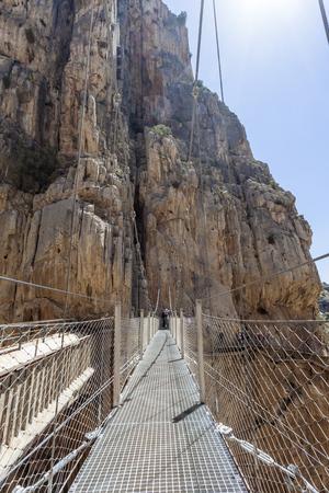 하이킹 코스 'El Caminito del Rey'에서 다리 - 2015 년 5 월에 재개발 된 전 세계에서 가장 위험한 보도. 국왕 스페인의 말라가 지방 Ardales