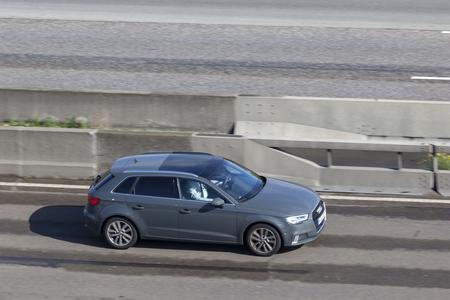 Francfort, Allemagne - 19 sept. 2017: Audi A3 Sportback à hayon sur l'autoroute en Allemagne