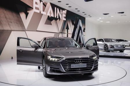 Frankfurt, Duitsland - 20 september 2017: Audi A8L S5 TFSI quattro op de Frankfurt International Motorshow (IAA) 2017 Redactioneel