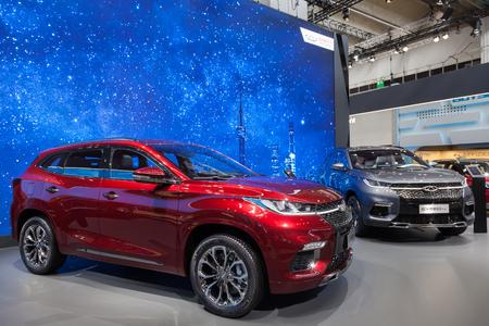 Frankfurt, Deutschland - 20. September 2017: Chinesischer Hersteller Chery, der zwei neue SUVs am Frankfurt International Motorshow (IAA) 2017 darstellt Standard-Bild - 88821296