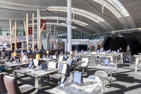 Toronto, Canada - Oct 22, 2017: Contemporary architecture inside of the Toronto Pearson International Airport Banco de Imagens - 132499158