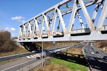 A Warren truss steel girder bridge spanning the M60 motorway in Brinnington, Stockport, Greater Manchester, Great Britain  Archivio Fotografico