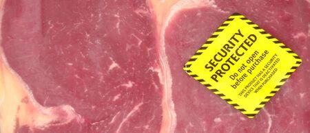 carnes rojas: Pack de carne roja fresca con un adhesivo contra la seguridad de robo