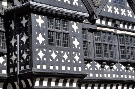 Tradicional Período Tudor Madera Enmarcada Casa Solariega En Blanco ...