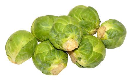 unwashed: Gruppo di fresche crude non lavate verde Cavoletti di Bruxelles isolati su uno sfondo bianco