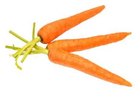 unwashed: Gruppo di carote lavate crude isolato su sfondo bianco Archivio Fotografico