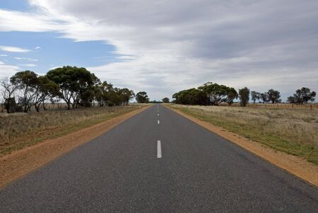 road shoulder: A remote road in South-Western New South Wales