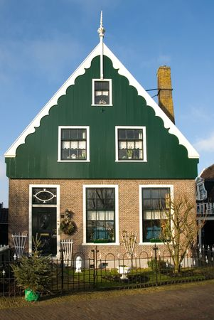 traditionally dutch: Traditional Dutch house in the little village of Zaanse Schans, the Netherlands