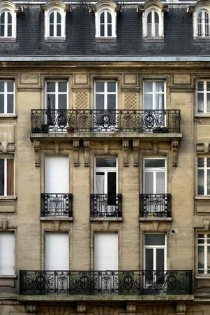 balcony door: Edificio de viviendas, de Reims, Francia