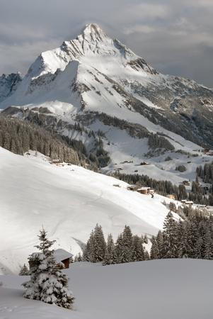 chalets: Chalets near the village of Warth-Schrcken, and Mount Biberkopf, Warth am Alberg,Vorarlberg, Austria Stock Photo