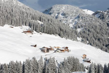 chalets: Chalets and farmhouses, near Mount Biberkopf, Warth am Alberg,Vorarlberg, Austria Stock Photo