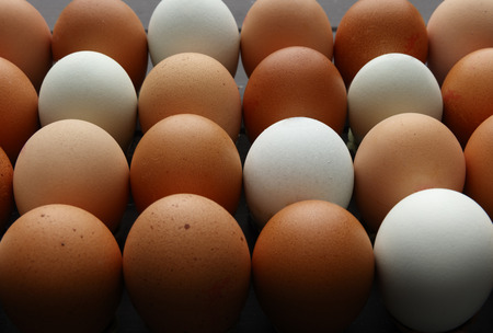 Rows of fresh eggs of various colours, shot from a 45 degree angle filling the whole image 版權商用圖片