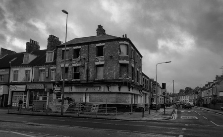 burned out abandoned pub in a largely derelict road in hull Stock Photo