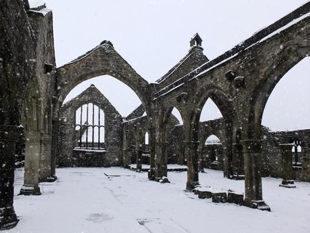 降り積雪中のヘプトンストールの聖トーマス教会 写真素材