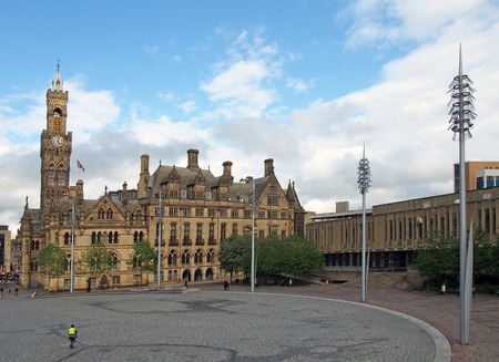 bradford, west yorkshire, united kingdom - 28 may 2019: centenary square in bradford west yorkshire with people sitting and walking past the city hall and magistrates court buildings Editöryel