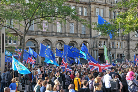 leeds, west yorkshire, united kingdom - 29 august 2019: a large crowd with flags and banners at the leeds for europe anti brexit demonstration Redakční