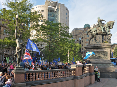 leeds, west yorkshire, united kingdom - 29 august 2019: a crowd of protesters at the leeds for europe anti brexit demonstration Redakční