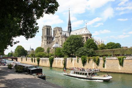 dame: Notre Dame of Paris